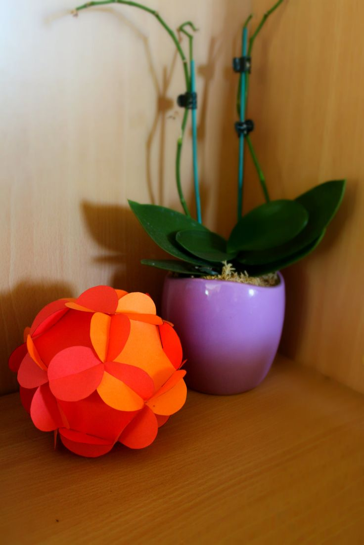 DIY Paper Posy Ball // A beautiful centrepiece, or hanging ornament!