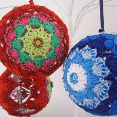 Crochet/Beaded Christmas Bauble Free Pattern-Janiecrow.co.uk: