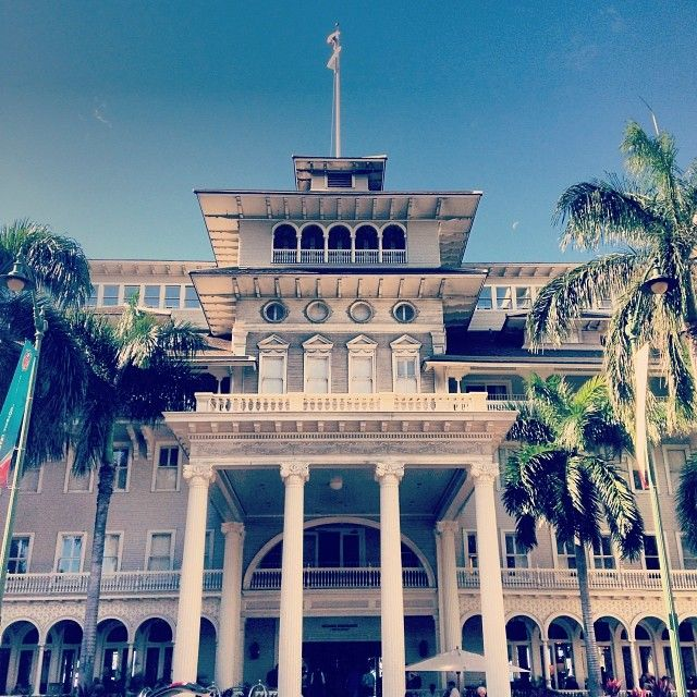 Experience a world class Honolulu hotel when you book with Starwood at Moana Surfrider, A Westin Resort & Spa, Waikiki Beach. Receive our best rates guaranteed plus complimentary Wi-Fi for SPG members.