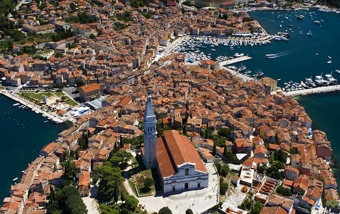 Croacia: From East