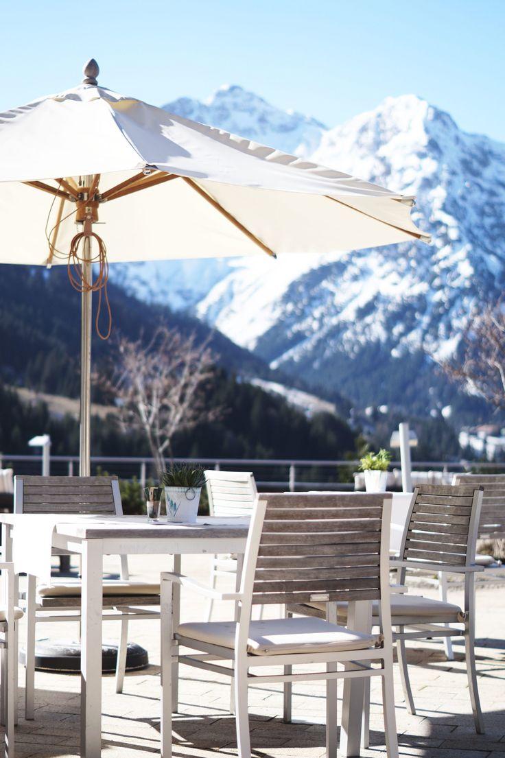Hotel Review Travel Charme Ifen Hotel Kleinwalsertal Austria Österreich Hotelbewertung Terrasse Ausblick Panorama