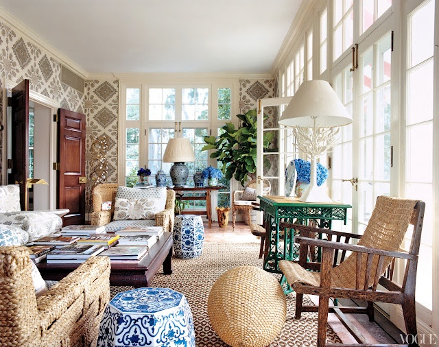 TORY BURCH'S SOLARIUM  Vogue via COCOCOZY.COMWhite Gardens, Sunrooms, Sun Porches, Tory Burch, Living Room, House, Gardens Stools, Toryburch, Sun Rooms