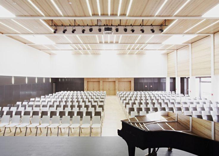 Grammar School Frankfurt-Riedberg  / Ackermann+Raff
