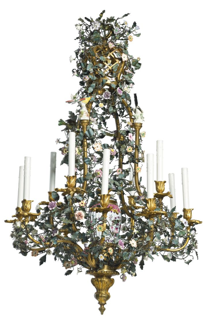 A GERMAN ROCOCO STYLE PORCELAIN-MOUNTED GILT BRONZE AND TÔLE PEINTE TWELVE-LIGHT CHANDELIER LATE 19TH/EARLY 20TH CENTURY