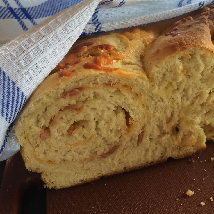 Twirled cheese & bacon bread