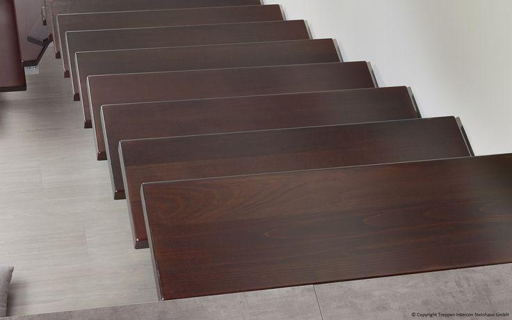 Holzstufen vermitteln einen ganz besonders natürlichen und edlen Eindruck. Holzstufen aus massiver Buche oder Eiche, Treppenstufen aus Kirsche, Nussbaum oder Esche - den Gestaltungsvarianten sind keine Grenzen gesetzt.