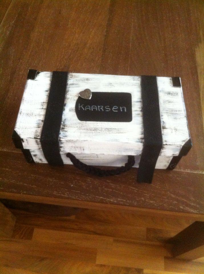Gemaakt van een schoenen doos.