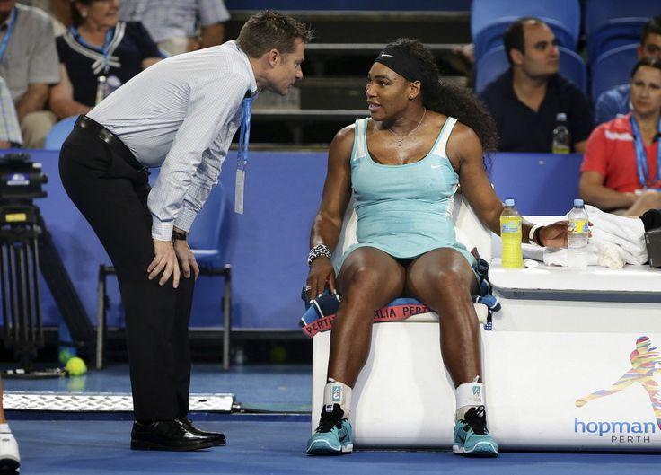 Serena Williams heeft in Perth haar eerste tennispartij van 2015 gewonnen, maar er was wel een stevige kop koffie voor nodig om de aanvoerster van de wereldranglijst wakker te schudden. De Amerikaanse nam de shot cafeïne nadat ze de eerste set tegen de Italiaanse Flavia Pennetta met 6-0 had verloren. Daarna hervond ze de energie om hard terug te slaan: 6-3, 6-0.