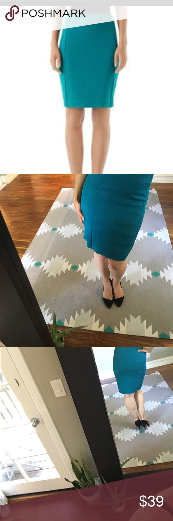 White House Black Market Teal Skirt This skirt is great for work or on a date night out! It fits like a glove and is of great quality! Never worn before! White House Black Market Skirts Pencil