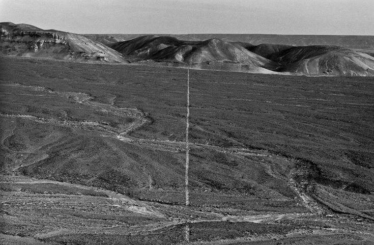 WALKING A LINE IN PERU 1972  Richard Long