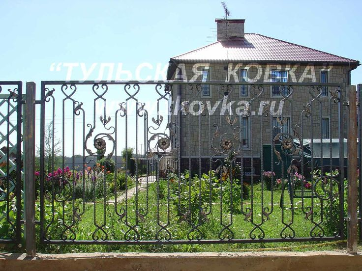 Кованый ажурный забор. Wrought-iron tracery fence