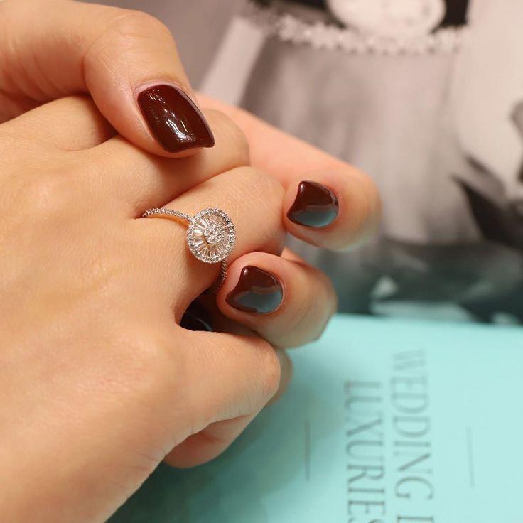 LOVE KNOT ? Oval-shaped Diamond Ring ? 最近客人很喜歡呢隻戒指。雖然只有大約五十份鑽石。但係望落去嘅戒面有 ...