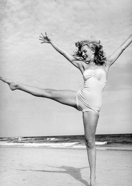 via Covet Living.  Marilyn Monroe.: At The Beaches, Marilyn Monroe, Happy, Beautiful, Norma Jeans, Marylin Monroe, Enjoying Life, Dance, Photo