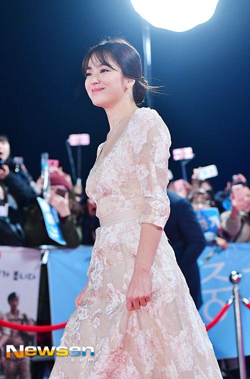 [フォト画報]ソンソンカップルソン・ジュンギ - ソン・ヘギョ対象らしくレッドカーペットクラスも違っていた(KBS演技大賞)| 次の芸能