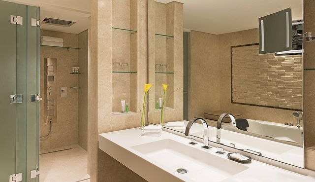 Dubai hotel bathroom google search decor pinterest for Bathroom designs dubai