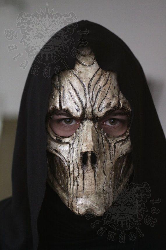 Dit was het derde voorbeeld wat ik heb bekeken. Bij dot voorbeeld vond ik vooral de neus heel mooi gemaakt en ik wilde hem ook gaan toepassen bij mijn masker.