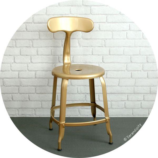 chaise Nicolle dorée en exclu chez Serendipity ! Ré-édition design industriel français http://www.serendipity.fr/chaise-Nicolle/14-2415/p