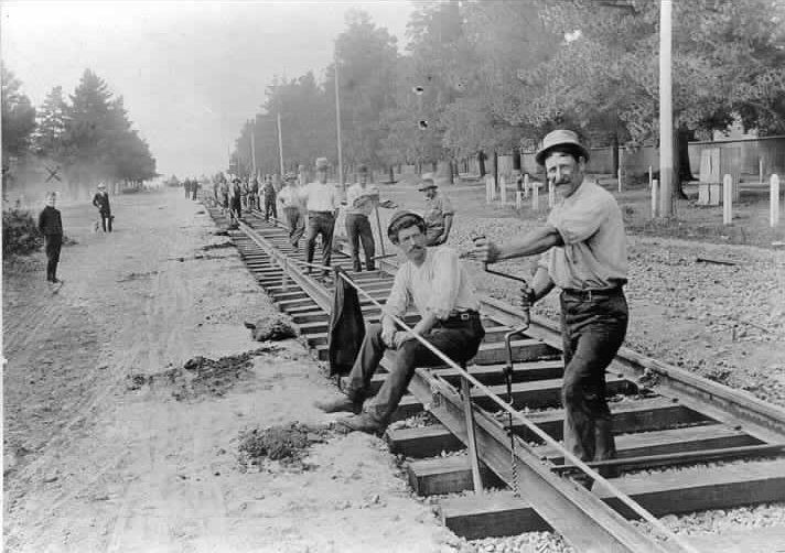 Laying tram tracks in Dandenong Road Armadale, 1911.