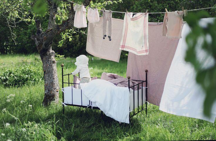 NG baby linnelakan barn bebis ekologiska sängkläder påslakanset järnsäng vintage täcke kudde GOTS emmasvintage Gotland