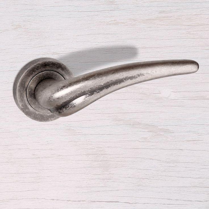 OE-174-DS York Old English Lever on Rose - Distressed Silver. #oldenglishdoorhandle #atlanticdoorfurniture #doorhandle