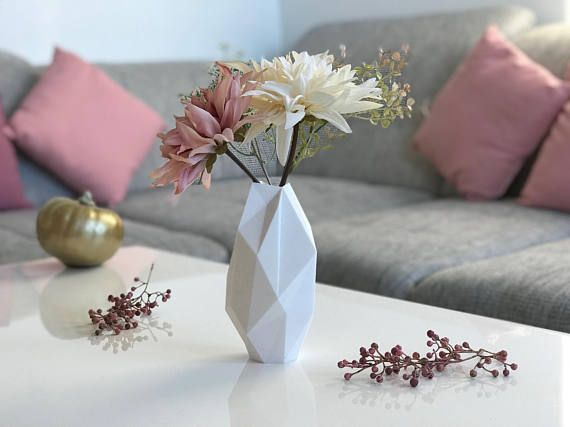 Wonderful and Modern Vase - 3d Printed - Available in 10 different colors - 4 sizes available - Perfect for your living room