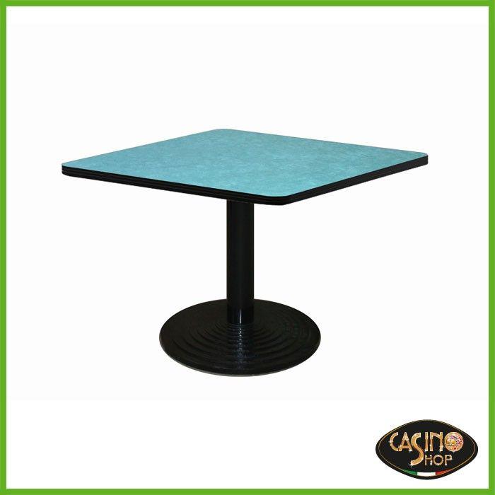 ART.0138  Tavolo da burraco.   Tavolo da gioco con base in ghisa con solido appoggio di diametro 60 cm e tubo tondo verniciato.  Il tavolo è costruito in legno e il piano è rivestito con un panno in microfibra dal colore verde.  Dimensioni: 80x80 cm. Altezza: 74,5cm.