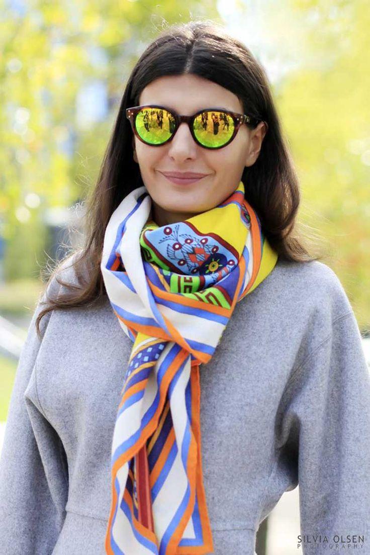 5 Formas De Usar Un Pañuelo De Seda   Pañuelos de seda, Bufandas modernas, Foulard mujer