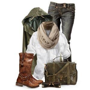 С чем носить коричневые сапоги: серые джинсы, белая рубашка, куртка и сумка цвета хаки