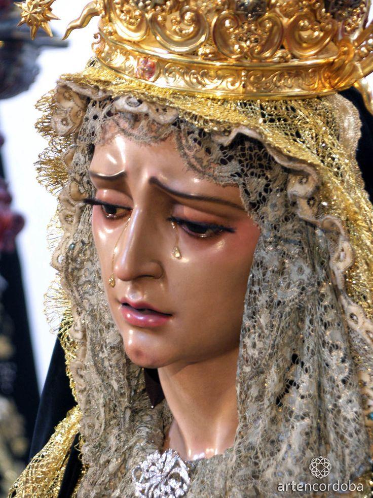 V 3ª C. Viernes Santo / Soledad. Fundación: 1975. Parroquia de Santiago Apostol. FRANCISCANA HERMANDAD DEL SANTÍSIMO SACRAMENTO Y COFRADÍA DE NAZARENOS DE LA SANTA CRUZ EN EL MONTE CALVARIO Y MARÍA SANTÍSIMA DE LA SOLEDAD. La imagen de la Virgen es obra deLuís Álvarez Duarte en 1975 que también la restauró en 1980.