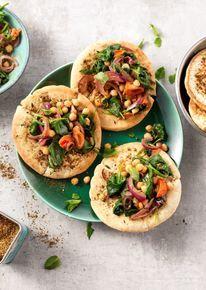 Lekker bijgerecht: Za'atar pita's met een warme spinazie salade