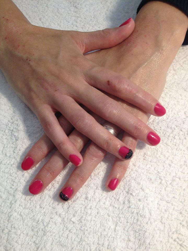 Gerty Nail & Make-up Artist Gelish rood, zwarte diamanten