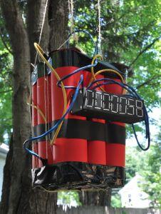 Bomb pinata for a spy party et peut aussi faire une décoration.                                                                                                                                                                                 Más