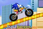 Sonic Crazy Ride: Juego de sonic, ayudalo en esta ventura manejando una moto y acumulando puntos, trata de no volcar y pasar todos los niveles http://www.ispajuegos.com/jugar4746-Sonic-Crazy-Ride.html