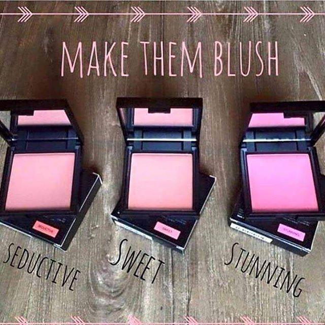 Make them Blush 💖💖💖 #younique #blush #rose #wangen #makeup #schminke #kosmetik #insta #follow #pleasefollow #likeforfollow #likethis #loveit #loveyounique #lashes #eyebrows #concealer #primer #carginocenfree #parabenfree #nature #veganfriendly #hypoallergenic #beautiful #beautyguru #beautyfreak #beautyblogger #blogger #makeuptutorial #makeuptransformation