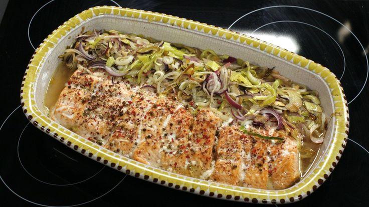 Helstekt laks med rosépepper, løksalat og rotfruktmos