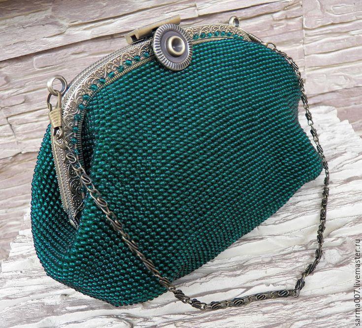 Купить или заказать ' Large Emerald '  сумочка,косметичка, кошелек  из бисера в интернет-магазине на Ярмарке Мастеров. Стильная и изысканная , подойдет под любой стиль одежды, под любой подходящий Вам образ - отлично смотрится с классическим стилем одежды, винтажным бохо, молодежным, дерзким-спортивными т.д. благодаря своему универсальному дизайну и расцветке, гармонирующей с любым гардеробом... Сумочка связана из мягкой хлопковой пряжи и чешского бисера. Цвет очень красивый, глубокий...