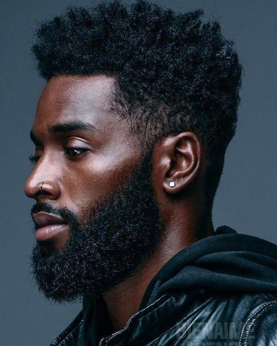 Hommes aux cheveux naturels, coupes de cheveux pour hommes noirs, barbes d'hommes noirs, coiffure pour hommes noirs …   – men's hairstyle