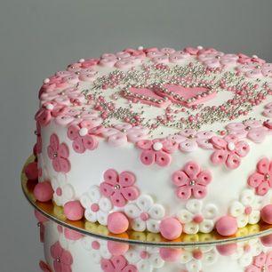 Wir sind die Berliner Torten-Manufaktur mit über 10 Jahren Erfahrung. Egal ob Geburtstagstorte oder Hochzeitstorte – wir gestalten Ihre Torte.