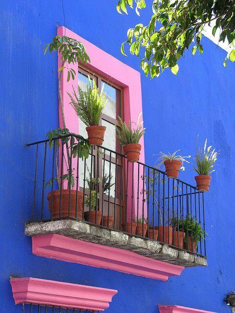 Una casa estilo mexicano se distingue por 3 elementos: patio, muros y el atrevido uso del color.