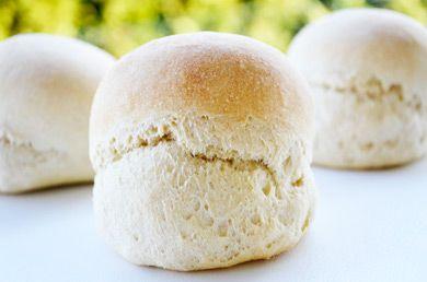 Selbst gemachte #Dinkel-Brötchen schmecken einfach herrlich. Überzeugen Sie sich selbst von diesem Rezept.