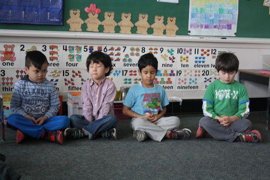 La méditation comme outil pédagogique Au Canada, de nombreux établissements ont fait entrer la « pleine conscience » à l'école. Cette technique permettrait d'améliorer le bien-être et les performances scolaires des élèves. En savoir plus sur http://www.lemonde.fr/m-perso/article/2015/03/16/la-meditation-comme-outil-pedagogique