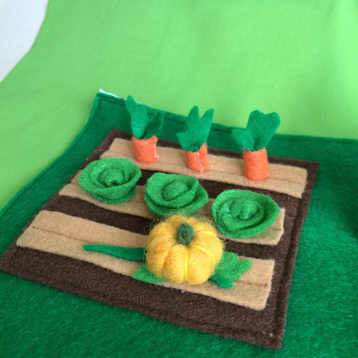 Waldorf Inspired Play Mat With Garden and Felt Vegetables, Felt Play Mat, Garden Playmat by VividLeaf on Etsy https://www.etsy.com/listing/479576389/waldorf-inspired-play-mat-with-garden