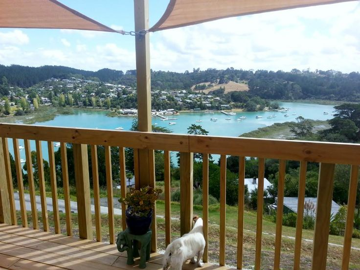 Homestay Whangaparaoa, Auckland, New Zealand. Jared and Luanne - HomestayIn.com