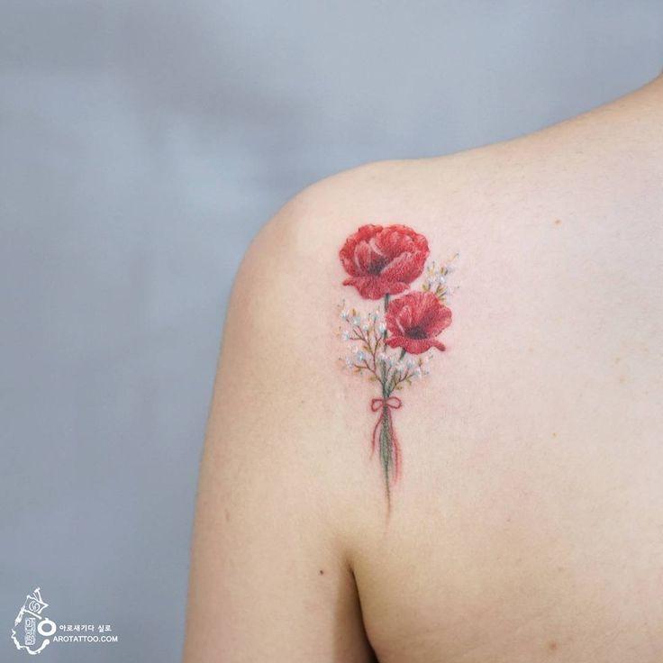 화려함과 순수함을 함께 간직한 양귀비와 들꽃의 작은 부케 검은 반점을 가린 #커버업타투 이기도 합니다. poppy and wild flower…