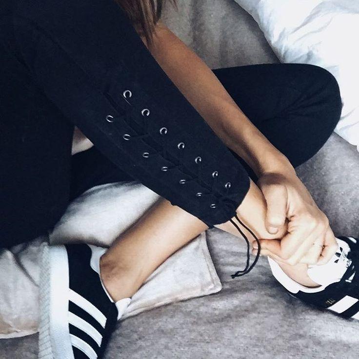 One of my best gift this season !!! Ankle laced Jeans 💕👌🏻 ! 🙌🏻🙌🏻🙌🏻 top !  #ootd #whatiwear #thelacedlook #laced #bestjeans thk u @veromodacanada #veromoda