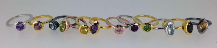 Tutti i colori dell'arcobaleno negli anelli in argento e pietre di colore naturali della divertente linea Piccoli Pasticci… dalla nuovissima collezione La Vita Dolce di Sigismondo Capriotti