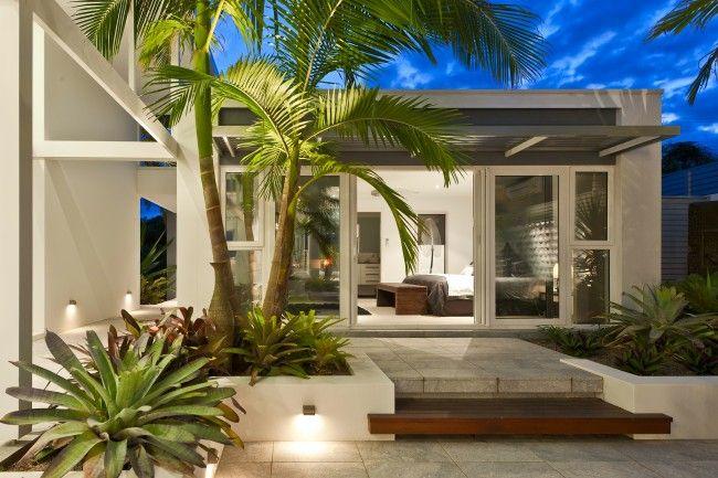 Stunning sunken courtyard design for coastal oasis | Designhunter - Australia's best architecture & design blog