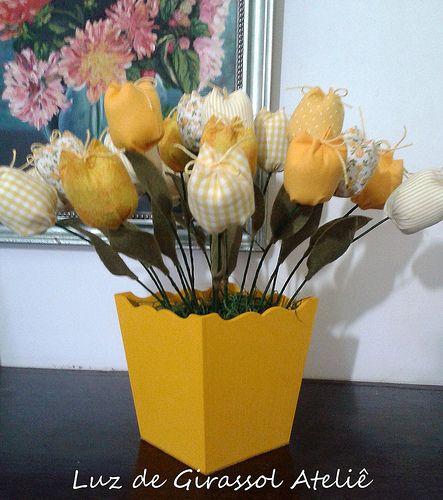 Vaso de tulipas de pano