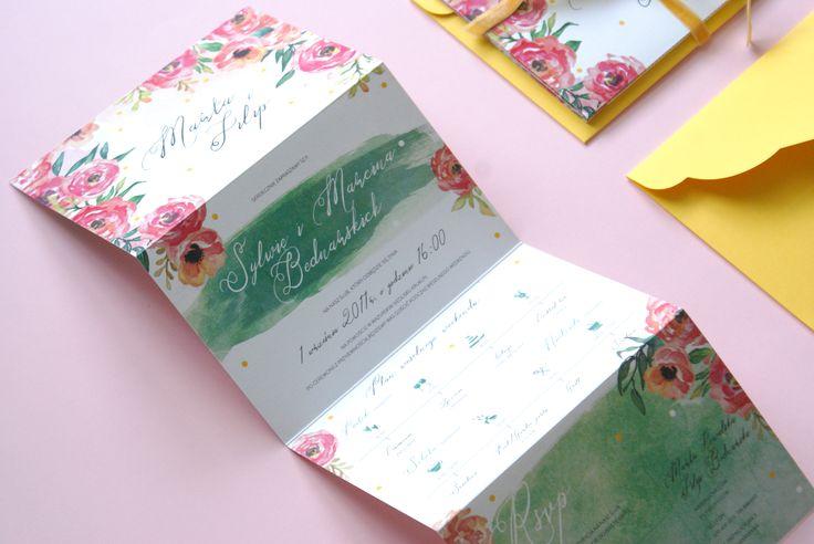 Zaproszenia w formie składanych kart z mapką i planem uroczystości oraz odcinanym RSVP #foldedinvitation #summerwedding #gardentheme