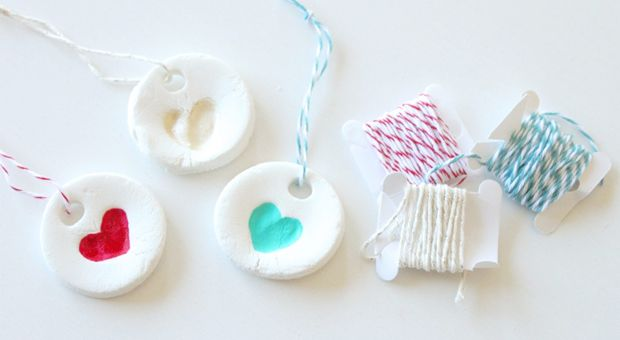 These DIY ornaments are beautiful and simple and everyone will love them!